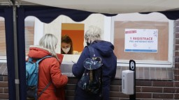 V ČR rastie reprodukčné číslo vírusu, nakazených je však menej