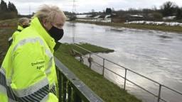 Veľkú Britániu trápia záplavy, živel ohrozil aj sklad vakcín