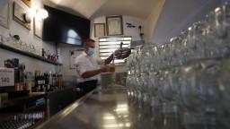Nemocnice v ČR bojujú s nákazou, niektoré reštaurácie však otvorili