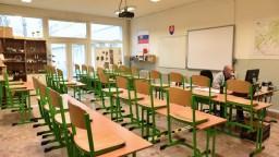 Školy môžu poslať vysvedčenia aj elektronicky, mail ministerstvo neodporúča