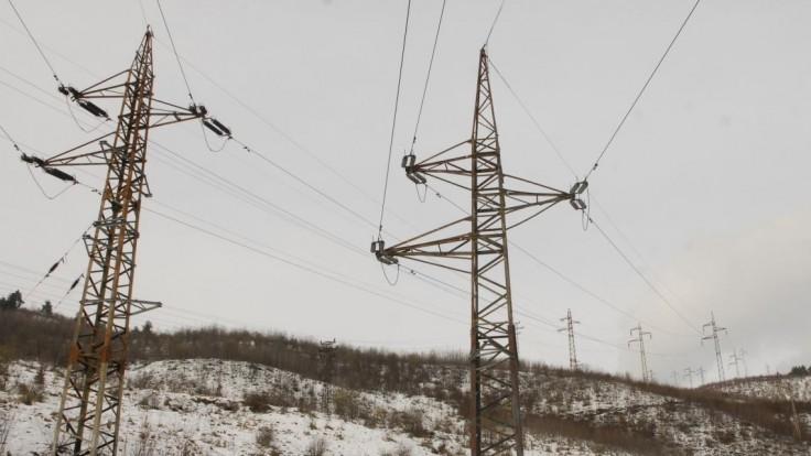 Počasie robí problémy, tisícky ľudí ostali bez elektriny