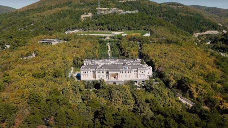 Palác za miliardu mu vraj nepatrí. Putin reagoval na Navaľného