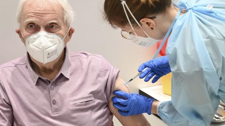 Najstarší seniori majú s očkovaním problémy, pomôže im charita