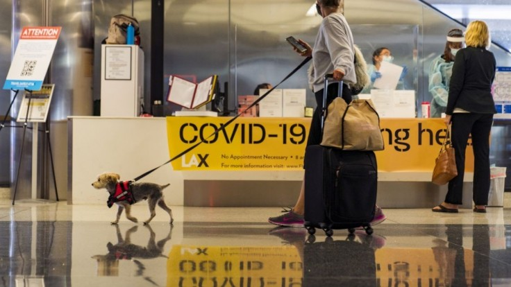 Cestu do USA vám môže zhatiť i písanie statusov na Facebooku