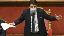 Premiér Conte zložil funkciu, Taliansko je v politickej kríze