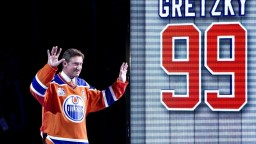 Rekordér NHL Gretzky oslavuje jubileum, hviezdou bol už v detstve