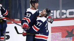NHL: Chárov Washington tesne zdolal Islanders, rozhodol Schultz