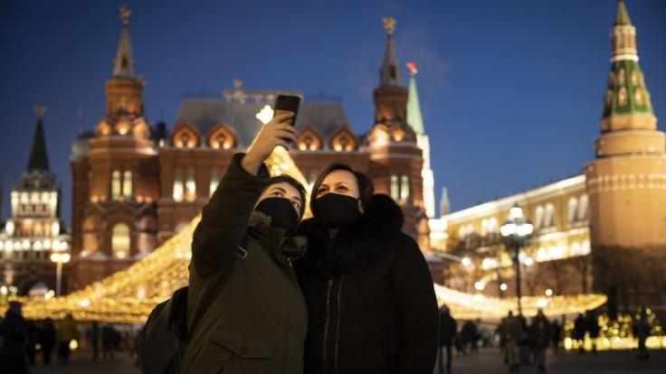 Pandémia je v Moskve na ústupe. Mesto uvoľňuje režim