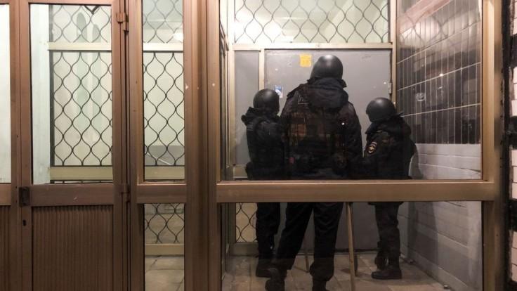 Zadržali brata Navaľného, polícia prehľadala i kanceláriu či štúdio