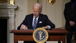 Biden zakázal nové ropné vrty, urgentne chce riešiť klímu