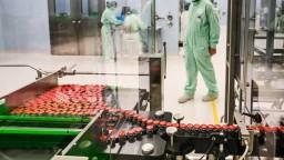 AstraZeneca pošle EÚ menej vakcín. Dávky neprerušia, tvrdí Británia
