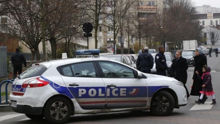 Policajti tancovali makarenu, za párty ich potrestajú. Uniklo video