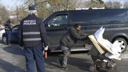 Samosprávy nedokážu ustrážiť ľudí z osady, ktorí majú byť v karanténe