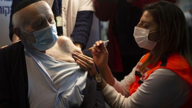 Izrael pokračuje v očkovaní, prvú dávku má už tretina populácie