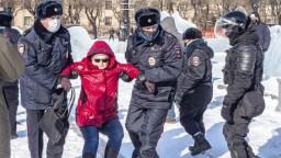 V Rusku zadržali tisícky ľudí, zobrali aj Navaľného manželku