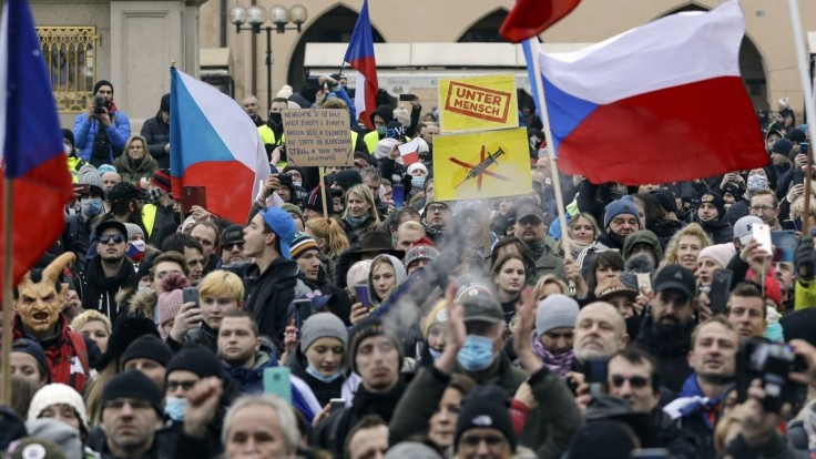 Máme toho dosť, skandovali v Prahe. Protestovalo sa aj vo Viedni