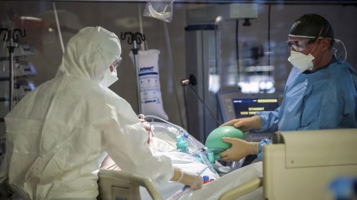 Pribúdajú ťažké stavy a mladší pacienti. Košická nemocnica sa plní