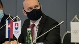 Na Gröhlinga sa valí lavína kritiky, ozvali sa aj exministri školstva
