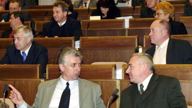 Obvinený Jozef Brhel priletel do Viedne. Vydá sa polícii?