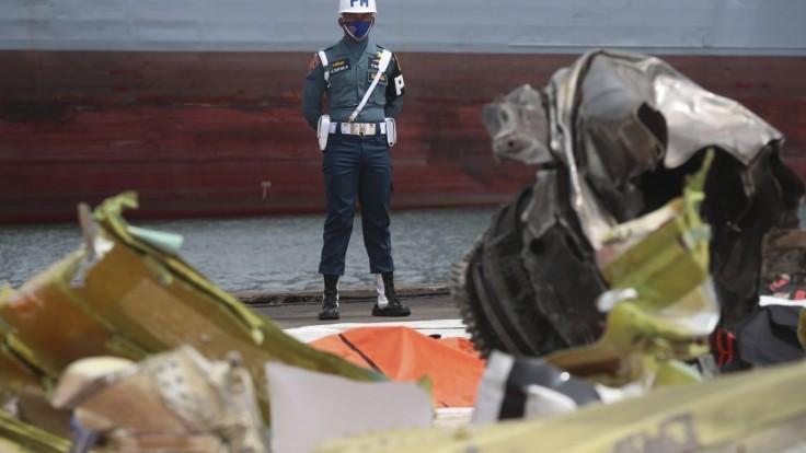 Indonézsku tragédiu vyšetrujú, časti boeingu poslali na analýzu