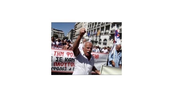 Nahnevaní Gréci a Španieli protestovali proti úsporným opatreniam