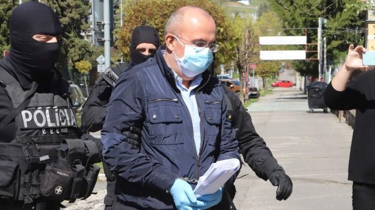 Advokát žiada o prepustenie Kičuru, navrhol použitie náramku