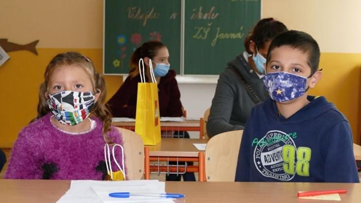 V čiernych zónach zatvorené. Ako bude vyzerať otváranie škôl?