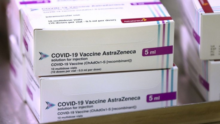 Zmena v očkovacej stratégii. Prednostne sa dostanú i učitelia