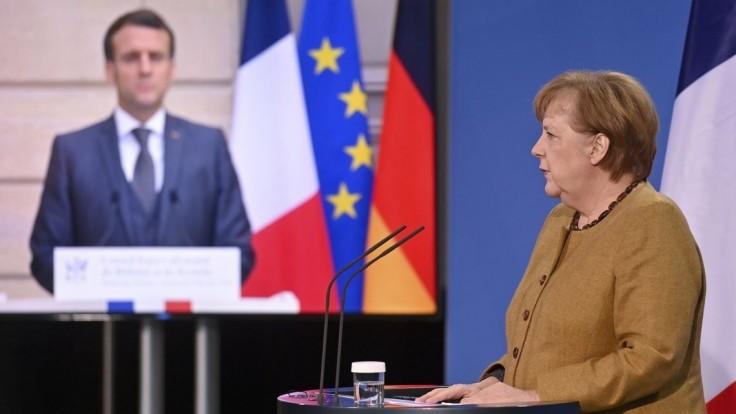 Merkelová a Macron stoja za očkovacou stratégiou EÚ