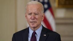 Trump by nemal mať prístup k tajným dokumentom, tvrdí Biden
