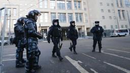 Centrum Petrohradu je uzavreté, prehľadávajú byty aktivistov