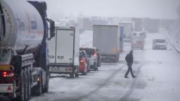 Nemecko zasiahlo silné sneženie, vlakové spoje sú zrušené