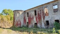Zhorený kaštieľ sa dočkal, zrekonštruovali časť jeho strechy