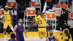 Lakers opäť víťazne, uspeli však až po druhom predĺžení