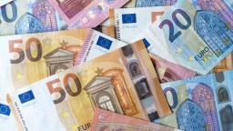 Z krajín V4 máme najvyššiu minimálnu mzdu, platy však zaostávajú