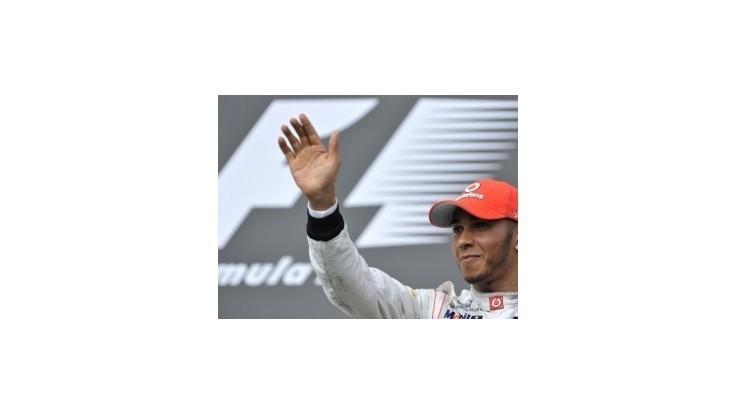 Mercedes si upísal Hamiltona na nasledujúce tri roky