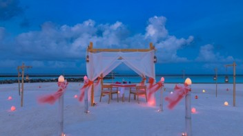 Jednu z najromantickejších dovoleniek nájdete v Indickom oceáne. Pozrite si to najlepšie z Tour De Maldivy