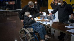 Voľby v Katalánsku sa skončili, väčšinu zrejme získajú separatisti