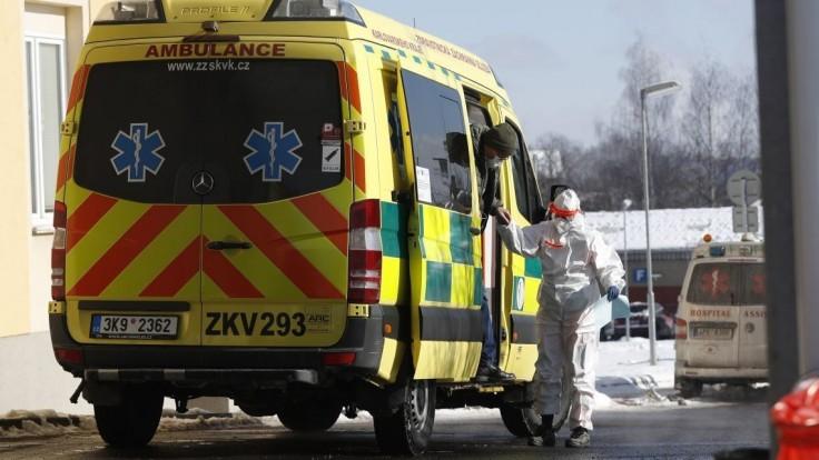 Situácia v Česku sa nezlepšuje, stúpol aj počet hospitalizovaných