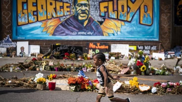 Vyšetrujú valentínku s Floydom, ktorá kolovala medzi policajtmi