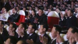 Kimova manželka sa po viac ako roku objavila na verejnosti