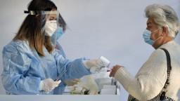 Počet hospitalizovaných je na novom maxime, máme vyše sto obetí