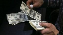 Oživenie americkej ekonomiky: Každá rodina dostane vyše tisíc dolárov