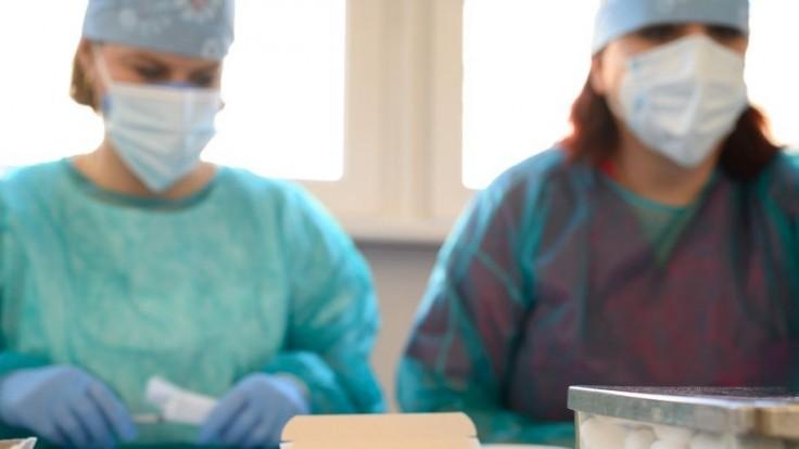 Nemocnice čelia ťažkej situácii, hospitalizovaných je stále viac