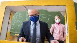 Deti v školách budú testovať kloktaním, oznámil Gröhling