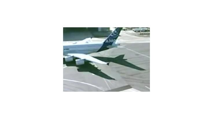 Pri havárii lietadla na leteckej šou zahynuli dvaja Indonézania