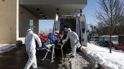 Pribudli tisíce nakazených, celkový počet úmrtí sa blíži k 6500