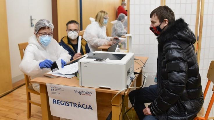Očkovanie učiteľov: Registrovať sa môžu ďalší zamestnanci