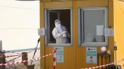 Pribudli desiatky obetí, počet hospitalizovaných ďalej klesá