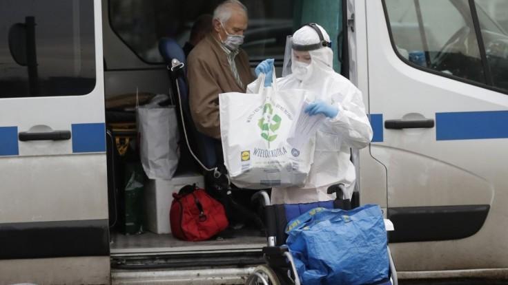 Poľská nemocnica ponúkla pomoc. Môže prijať chorých Slovákov